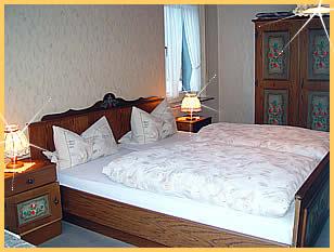 Unsere Gasträume sind gediegen, gemütlich und mit viel Liebe zum Detail eingerichtet.
